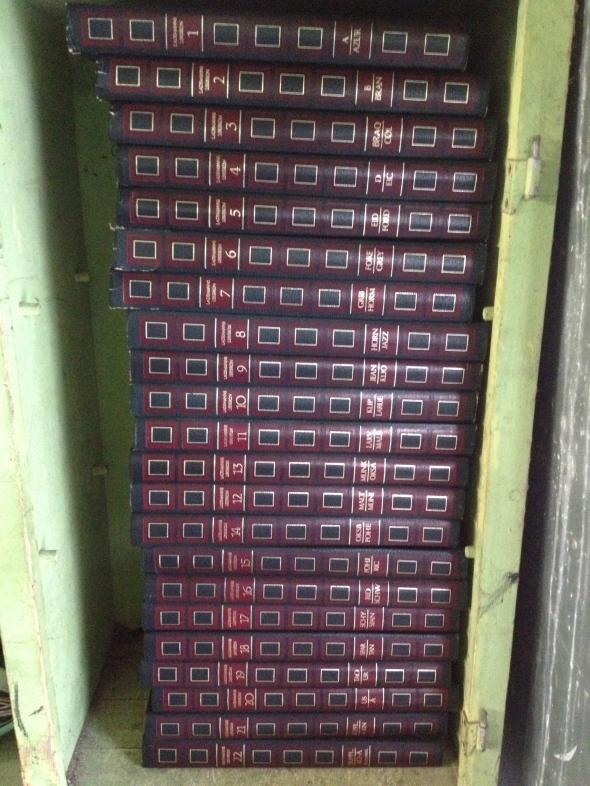 A free set of Danish encyclopaedias