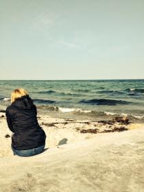 Dorte and Pea on the coast